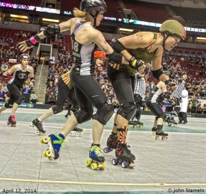 Derby Liberation Front MVP Yoko Onoudi'nt blocks Throttle Rockets Jammer Sintripetal Force. Photo by John Stamets.