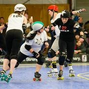 Daisy Dukem (909) thinks she is passing for a point for the Danger Rockets, but Sockit Liberation Front pivot Wicked Slam and blocker Vishus Trollope (106) are about to plant that idea firmly on the track. Photo by Danny Ngan.