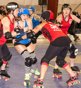 Sun Shiner had 35 points in the contest, but not here as Trouble Dutch and StunHer deny the pass. Photo by Jenny Evans.