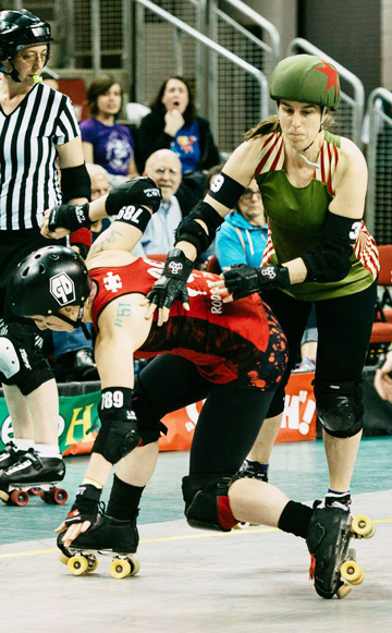 Cynthia Bartok led all scorers in the Championship Bout with 51.   Rodger That crossed the track to block the DLF jammer, but crashed   and burned as Bartok avoided the wreckage.  Photo by Danny Ngan.